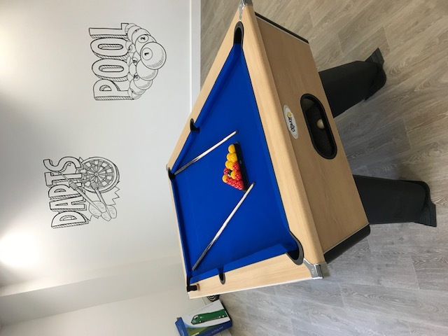 Oak free play pool table, Dundee